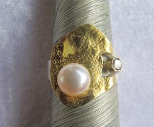 Ring mit Perlen-Verzierung