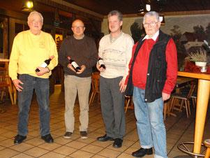 An jedem Spielabend anwesend: v.l. Dieter Raquet, Dieter Bauer, Olaf Kopplin und Spielwart Günther Heins