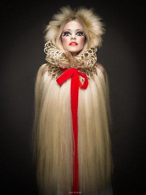 Shooting photo, beauté, collection coiffure, blonde, tresse, cape de cheveux, maquilleuse professionnelle Toulouse, Carole PETRIGNO, maquillage, smoky, fards à paupières mat et nacré, artistique, rouge à lèvres rouge, fard à joues rouge