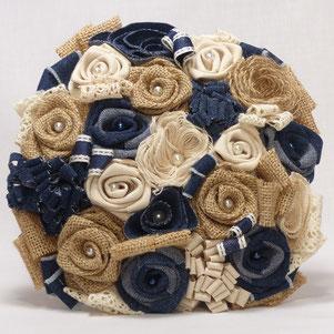 Bouquet de fleurs pour mariée en toile de jute et jean