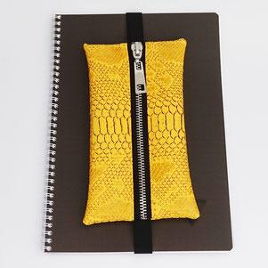 Trousse motif reptile dragon jaune moutarde - fait main