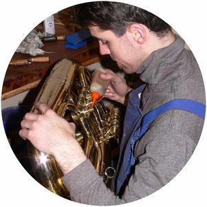 Das Musikhaus Schmid in Franken bietet einen umfassenden Reparaturservice für Blasinstrumente