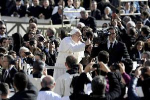 Papież Franciszek na placu Św. Piotra Fot. PAP / EPA