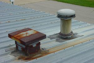 Blechdach, Metalldach, Rost, rostig, Rost entfernen, Rost beseitigen, Abdichten, neu beschichten, Neuanstrich, Dach lackieren, Korrosionsschutz, Abdichtung,