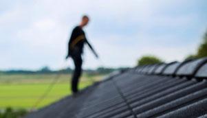 Dachreinigung, Dachreparatur, Dachsanierung, Dachabdichtung, Abdichtung, Beschichten, Säubern, Dach waschen,