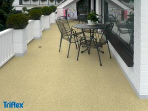 Balkonbeschichtung, Triflex, Gewebeeinlage, nachhaltig, hält ewig, Sandeinstreu, Chipseinstreu, farbige Balkonbeschichtung, Farben, färbig, dauerhaft. hochwertig,