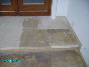 Sandsteinböden reinigen, sandstrahlen, eisstrahlen, trockeneis, erneuern, patina abtragen, Treppen, Stufen, Terrasse sandstrahlen, Schmutz entfernen, abtragen