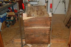 Erneuerung der Füße / Einsetzen von Holz