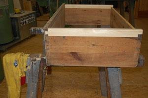 Reparatur/Anbringen neuer Laufleisten am Schubkasten
