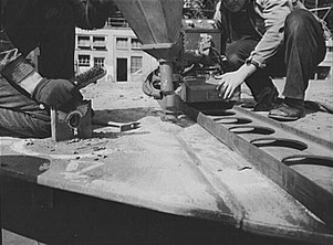 Pulvertrichter einer Union-Schweißmaschine in der Bethlehem-Fairfield-Schiffswerft, Baltimore, Maryland, 1943