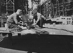 Schiene einer Union-Schweißmaschine in der Bethlehem-Fairfield-Schiffswerft, Baltimore, Maryland, 1943