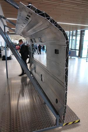 Am TWi ausgestelltes Teil einer bei Bombardier aus FSW-Paneelen hergestellten Londoner U-Bahn