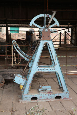Izod's patentierter Pendelhammer für die Kerbschlagbiegeprüfung