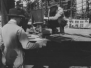 Einrichten einer Union-Schweißmaschine in der Bethlehem-Fairfield-Schiffswerft, Baltimore, Maryland, 1943