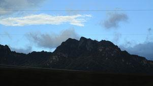 ① 妙義山は10/2の夜明け頃通過