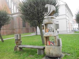 ungewöhnlicher Bücherschrank