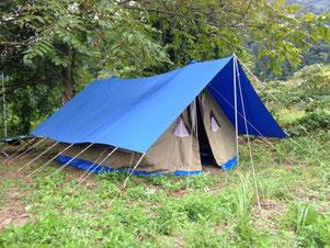 研修に用いるA型(家形)テント
