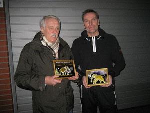 Als Dankeschön für die gute Zusammenarbeit: Rudolf Stein (von links) und Oliver Grau