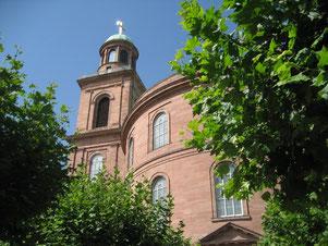 Die Paulskirche in Frankfurt, in der 1848 bis 1849 die Delegierten der Frankfurter Nationalversammlung, der ersten frei gewählten Volksvertretung im damaligen Deutschland, tagten. Auf dem Römerberg finden die Feierlickkeiten 2015 statt.