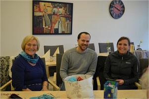 von links: Liesel Lang (Handarbeitskreis), Frederik Brosien u. Monika Malczyk (Vogelschutzverein)