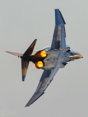 Die zum Abschied sonderbemalte F-4F 37+01 zeigte beim letzten Flug nochmal Alles (Klick zum vergrößern)