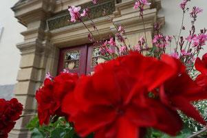 Schloß Schney und die evangelische Pfarrkirche in den 70er Jahren.