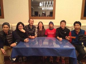 2014年1月末有度山トレイル三昧の交流会会場にて。Nomadics,村越、柳下、相馬、なぜかニューハレ芥田、わたし