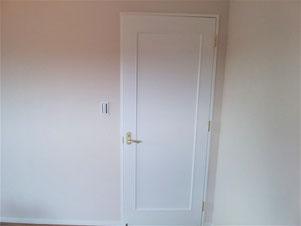 お部屋の室内ドアペイントです