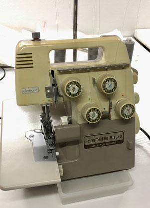 Overlock-Nähmaschine der Schneiderwerkstatt Renate Blankart