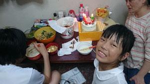 七夕生まれの14歳長男(後姿)と9歳長女