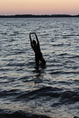 Emily bei einer nächtlichen Badestunde. (Foto: Desiree E.)