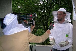 Biozida Schädlingsbekämpfung bei der Hornissenumsiedlung im Schweizer Fernsehen SRF (Tagesschau) 2006