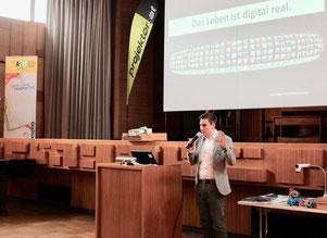 Stefan Schmid - Das Leben ist digital real
