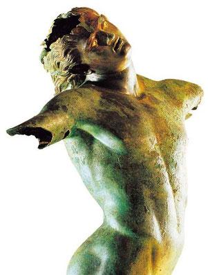 """Il """"Satiro danzante"""" rinvenuto a Mazara del Vallo (Trapani) nel 1997, risalente al III Sec. a.C."""