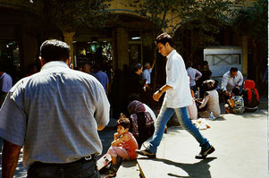 im Bazar sind alle immer eilig untrwegs