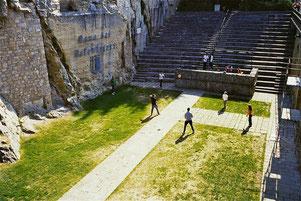ein in den Fels gehauenes Natur-Theater