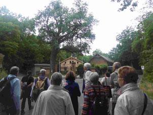 TKK-Mitglieder vor dem Eingang des Albert Einstein Wissenschaftsparks am Potsdamer Telegrafenberg