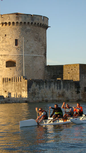 Essaie la pirogue taho'e 4 places dans le port de La Rochelle
