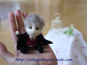羊毛フェルト 手乗りドラキュラ Cute vampire