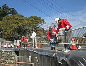 白糸の滝入口周辺で景観向上の塗装作業