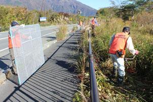 住民団体による国道139号歩道沿道の除草・清掃