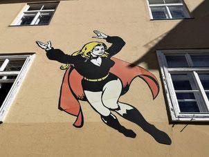 Superwoman auf einer Innenhof-Fassade des Grazer Rathauses. © 2020 Reinhard A. Sudy