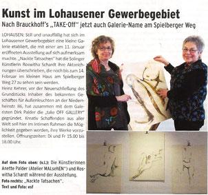 Meine Werke standen nicht im Mittelpunkt und es war auch nicht meine Vernissage… Da ich aber neben der tOG mein Düsseldorfer Atelier habe, kam ich mit auf's Foto