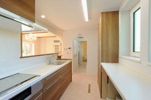 キッチンから洗面室と脱衣室
