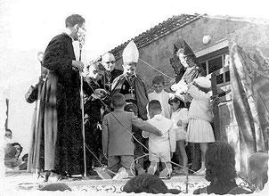 1961 Representación del sacramento de la confirmación.