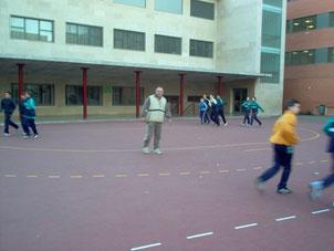 Impartiendo clases de Educación Fìsica. Colegio Virgen de Gracia.