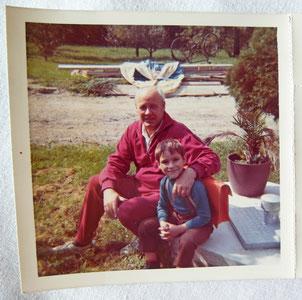 ... der kleine Gerd mit seinem Opa.