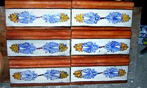 listelli di ceramica e cotto per bagno villa casale