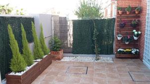 Terraza con jardineras + jardin vertical