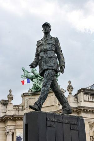 Statue von Charles de Gaulle in der Nähe der Pont Alexandre III